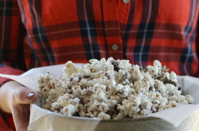 Only 4 ingredients to this sweet treat, Thin Mint Popcorn is super yummy and a great snack for your next movie night!