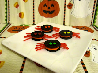 Halloween Treats: Oreo Spider Cookies