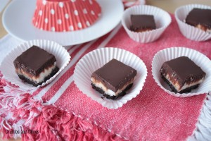 Peppermint Cream Bites | Crumbs and Chaos #christmastreats #candy #peppermint  www.crumbsandchaos.net