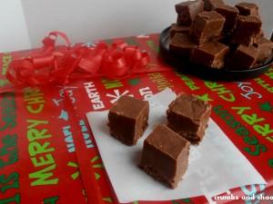 Nutella Fudge | www.crumbsandchaos.net | #nutella #fudge #Christmastreats