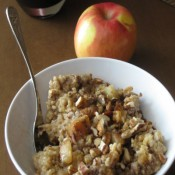 Steel Cut Apple Cinnamon Oats | Crumbs and Chaos #crockpot #breakfast #oatmeal    www.crumbsandchaos.net