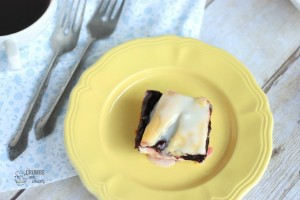 Easy Blackberry Bars | Crumbs and Chaos #piefilling #dessert www.crumbsandchaos.net