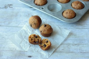 Mini Chocolate Chip Pumpkin Muffins | Crumbs and Chaos #pumpkin #snack #muffin www.crumbsandchaos.net