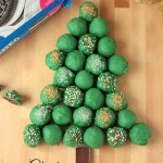 Christmas Oreo Cookie Ball Tree | Crumbs and Chaos #oreocookieballs #Christmas www.crumbsandchaos.net