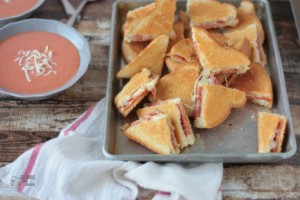 Pizza Grilled Cheese | Crumbs and Chaos