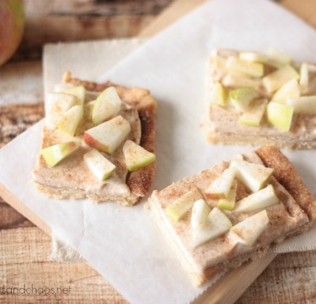 Snickerdoodle Apple Dessert Pizza