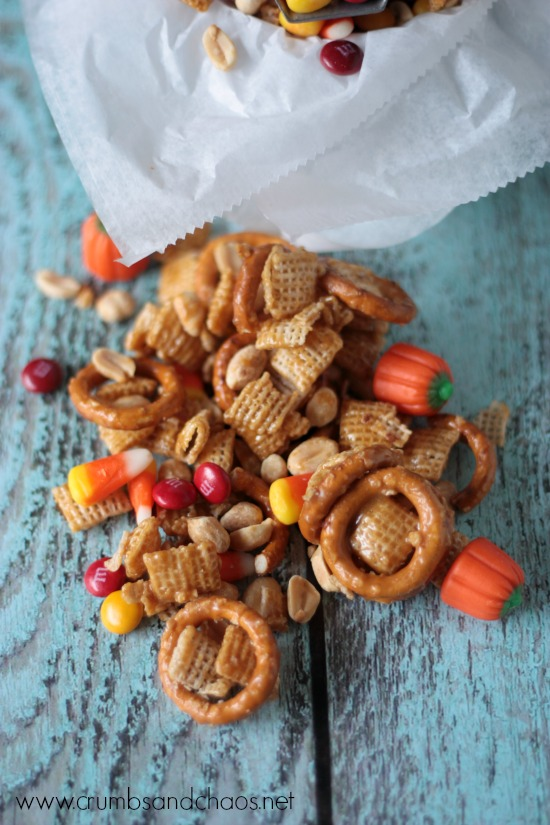 Perfect for so many holidays! Sweet and Salty Snack Mix | Crumbs and Chaos