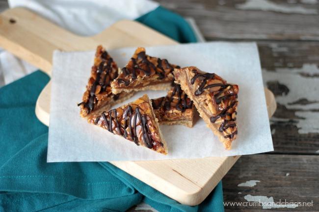 Caramel Almond Shortbread Bars   recipe on www.crumbsandchaos.net