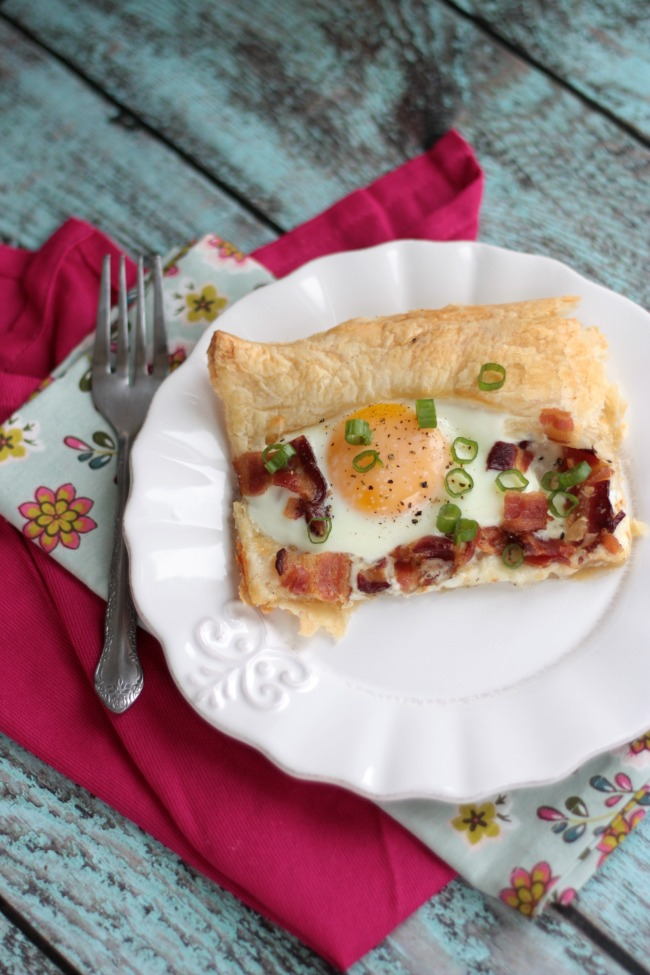 Bacon Asiago Breakfast Pizza | Crumbs and Chaos