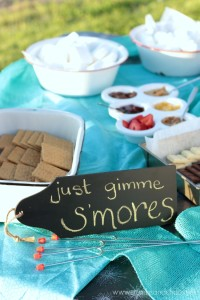 Tips for making a backyard s'mores bar + a recipe for Strawberry Cheesecake S'mores | Crumbs and Chaos